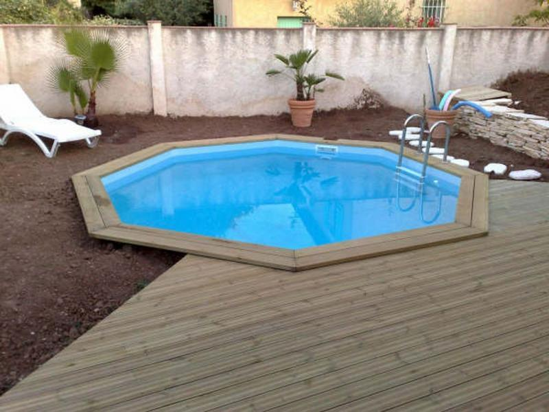 Piscine bois octogonale semi enterr e for Piscine hexagonale bois