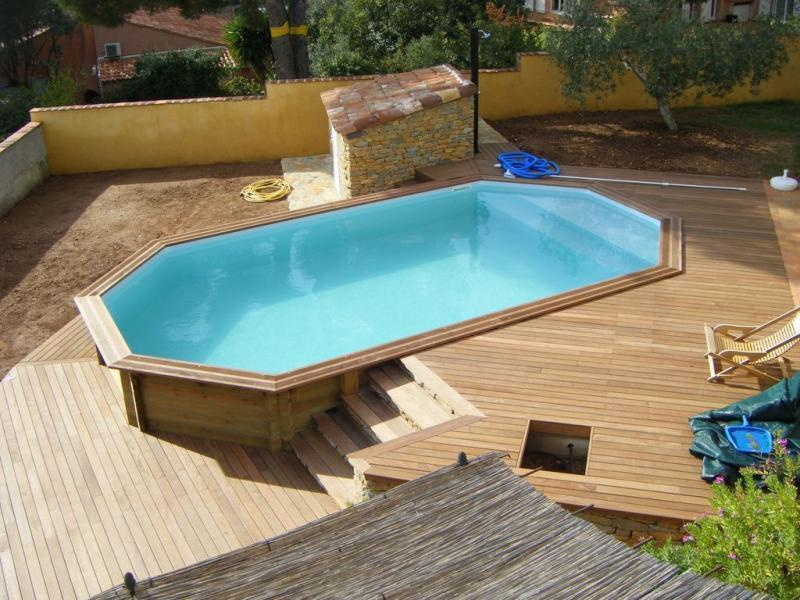 Piscine bois octogonale semi enterr e for Amenagement piscine hors sol bois